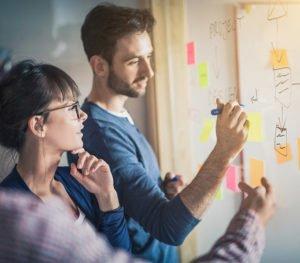 Marketing Besprechung am Whiteboard