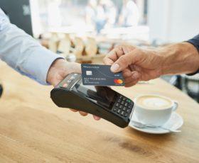 Kontaktloses Bezahlen wird immer beliebter und erhält neuen Schub durch Mobile Payment: 15 Prozent der Kartenzahlungen im deutschen Handel sind inzwischen kontaktlos