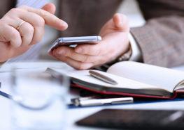 Führungskräfte bevorzugen E-Mail und traditionelle Medien